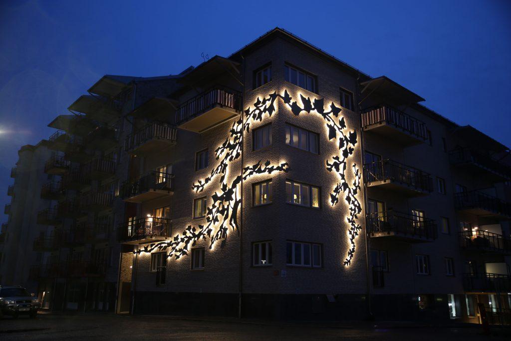 Fasadkonst lyser upp Floras kulle
