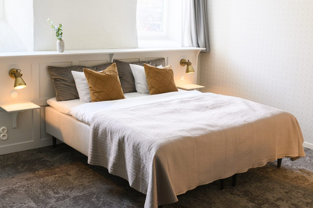 Renoveringen som resulterade i nya hotellrum och en lounge