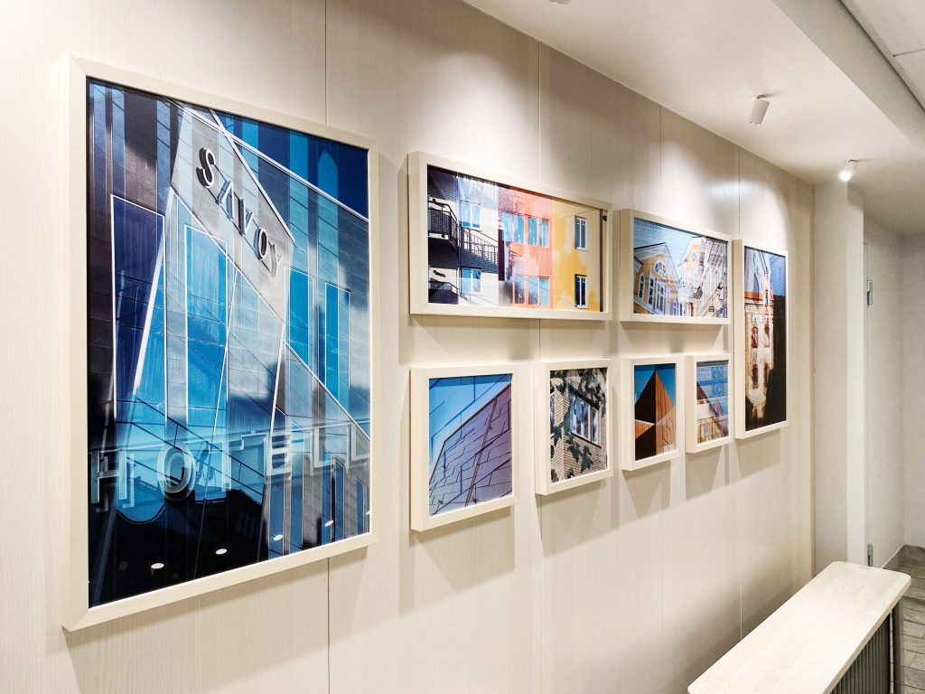 Ny fotokonst pryder entrén till kontorshuset på Varvet